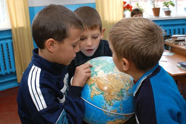 Верховный суд проверил жалобу на отказ принимать в школы детей без прописки